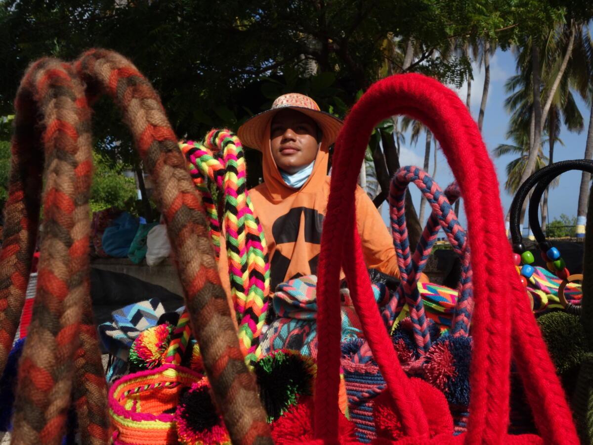 Venta de tejidos wayuu en Riohacha